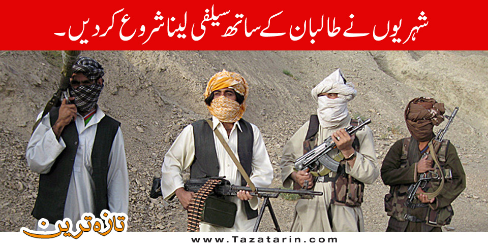 Afghans citizen started taking selfi with Talbaan